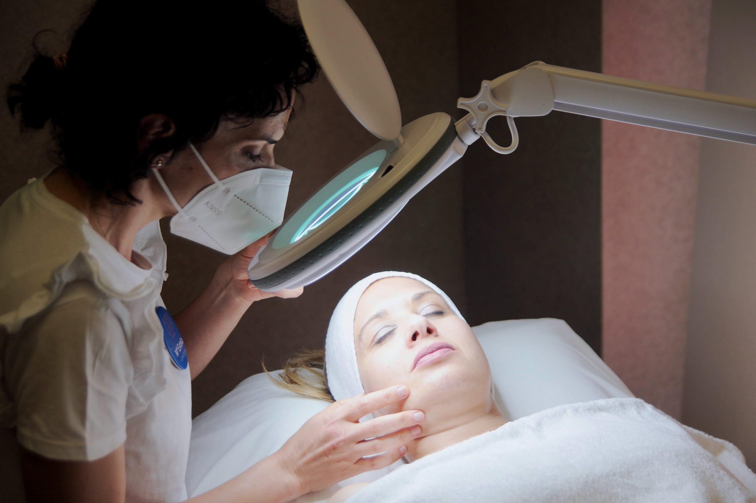 ESTELA Belleza - Revisión de la piel. Acné. Granos